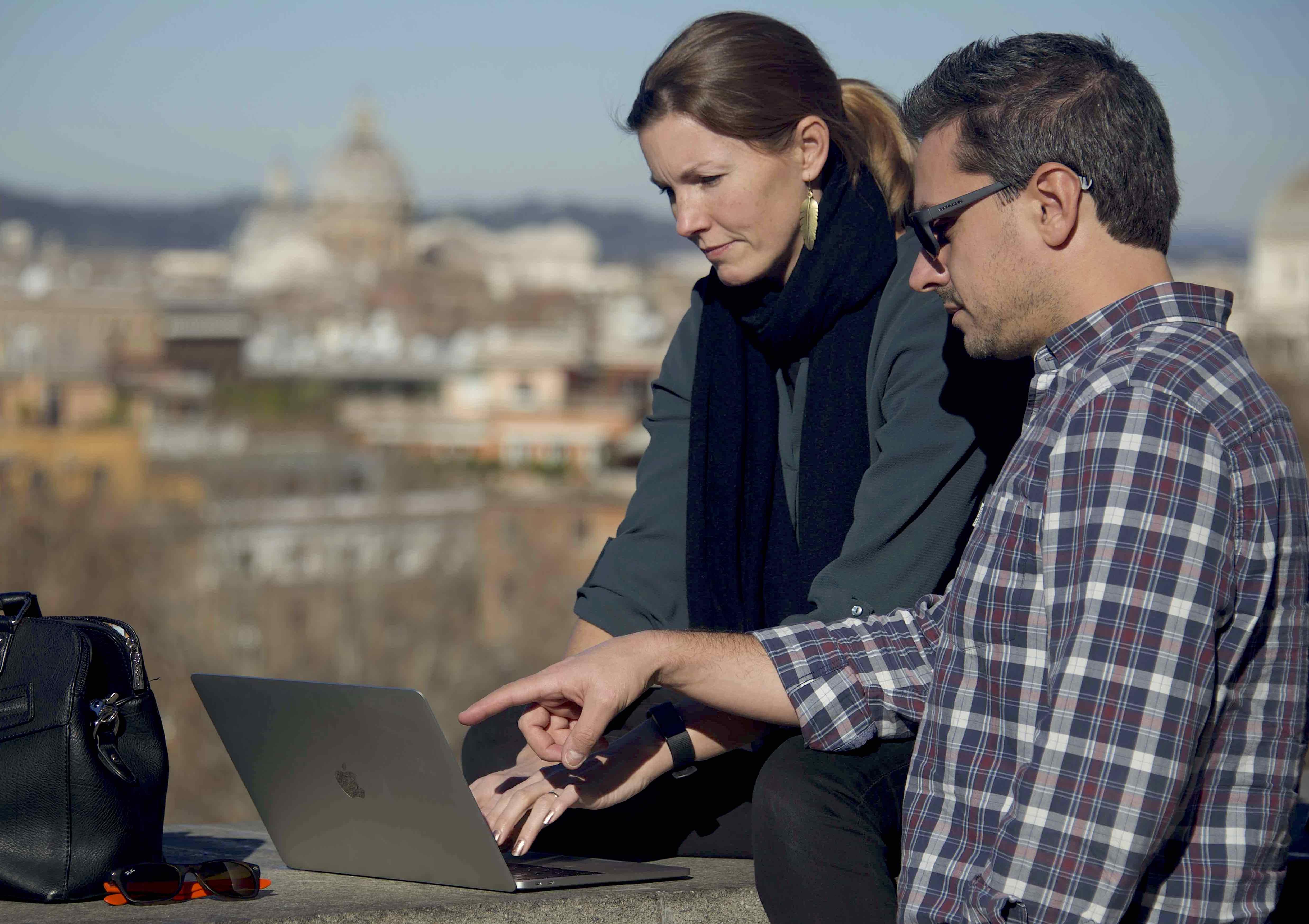 Andrea e Madde working